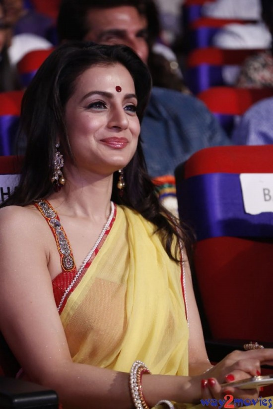 Amisha-Patel-Launch-Her-New-LatestPhoto-Gallery-Pictures-6