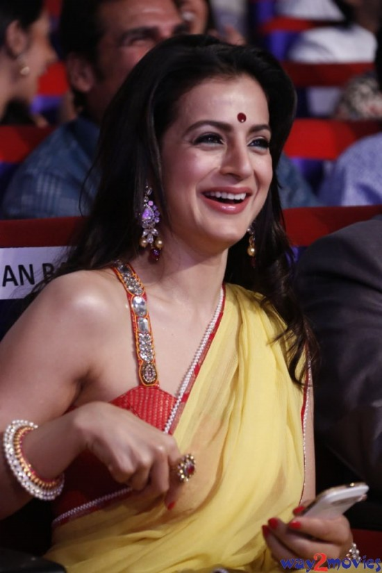 Amisha-Patel-Launch-Her-New-LatestPhoto-Gallery-Pictures-7