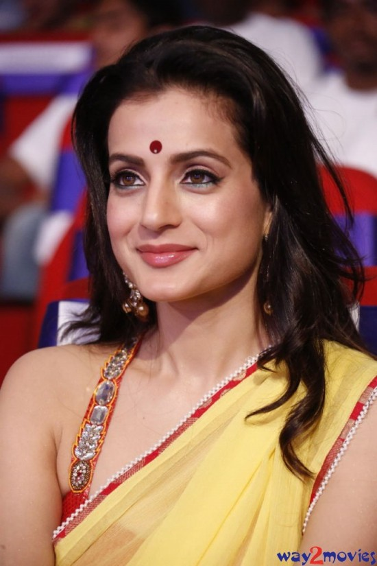 Amisha-Patel-Launch-Her-New-LatestPhoto-Gallery-Pictures-