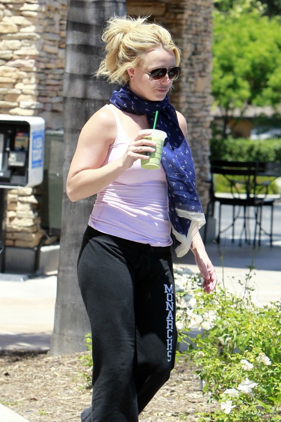 Bitney-Spears-Arrives-at-a-Dance-Rehearsal-Studio-in-Thousand-Oaks-Pictures-2