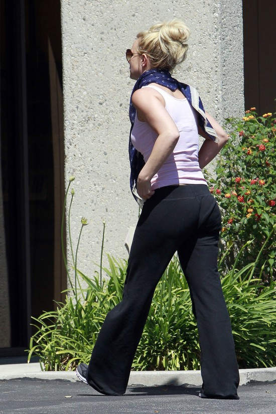 Bitney-Spears-Arrives-at-a-Dance-Rehearsal-Studio-in-Thousand-Oaks-Pictures-3