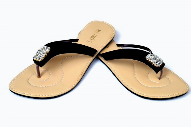Girls-Womens-Beautiful-Casual-Eid-Flat-Footwear-Collection-2013-by-Metro-Shoes-4