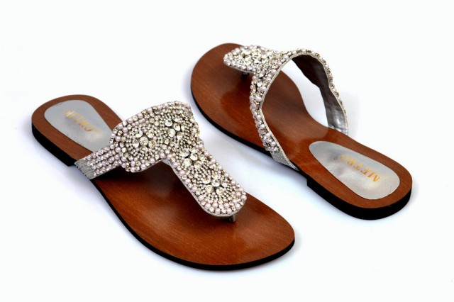 Girls-Womens-Beautiful-Fancy-Flat-Shoes-Eid-Footwear-Collection-2013-by-Metro-Shoes-4