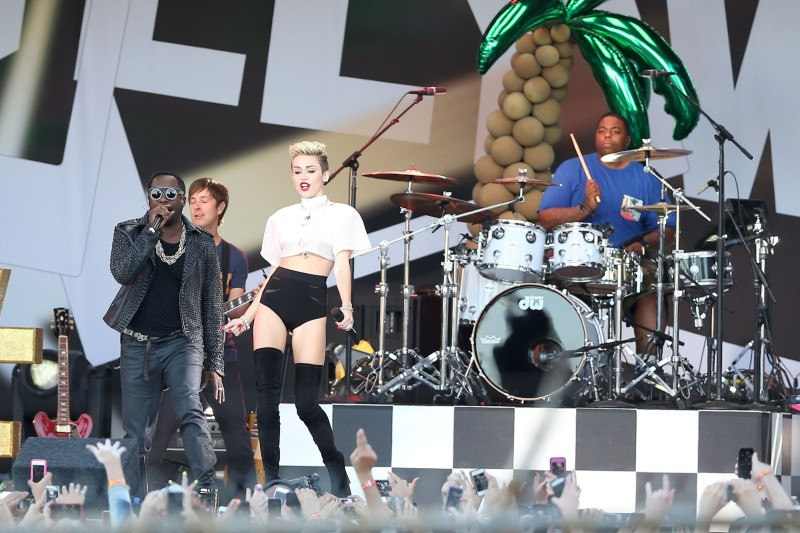 Miley-Cyrus-Performs-at-Jimmy-Kimmel-Live-Los-Angeles-Photo-Images-1