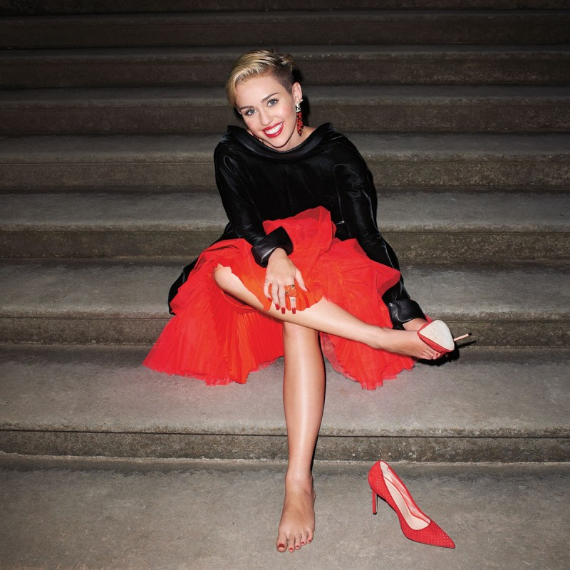 Miley-Cyrus -at-Harper's-Bazaar-Magazine-Photoshoot-September-2013-Picture-2
