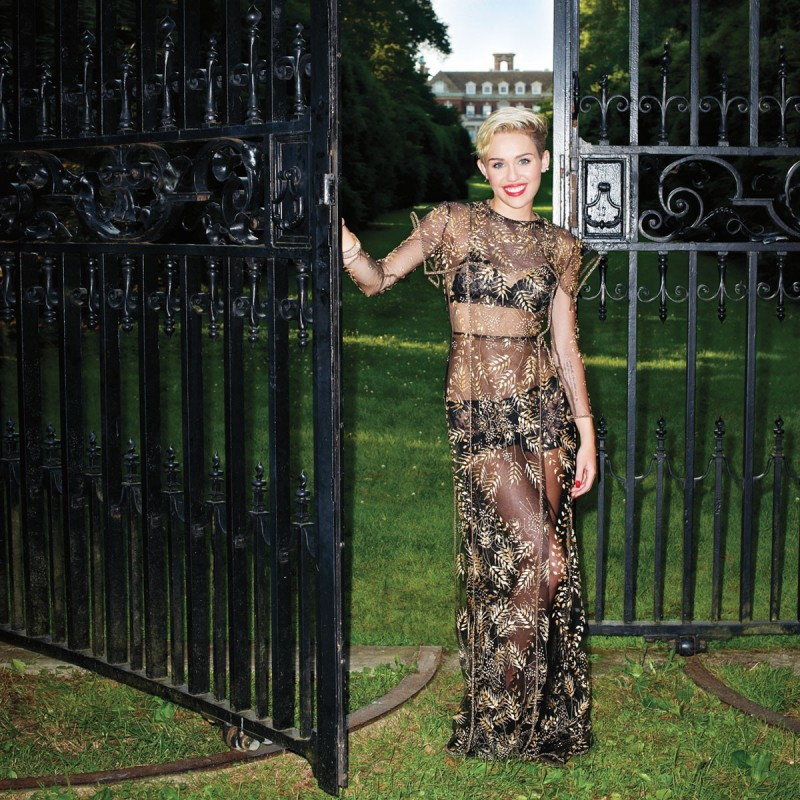 Miley-Cyrus -at-Harper's-Bazaar-Magazine-Photoshoot-September-2013-Picture-5