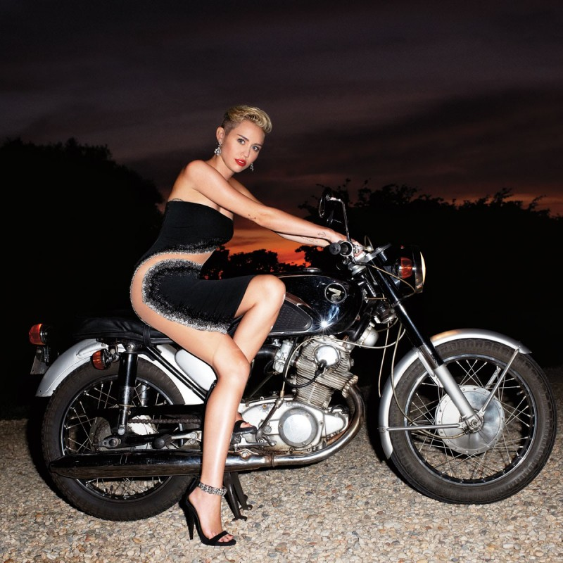 Miley-Cyrus -at-Harper's-Bazaar-Magazine-Photoshoot-September-2013-Picture-