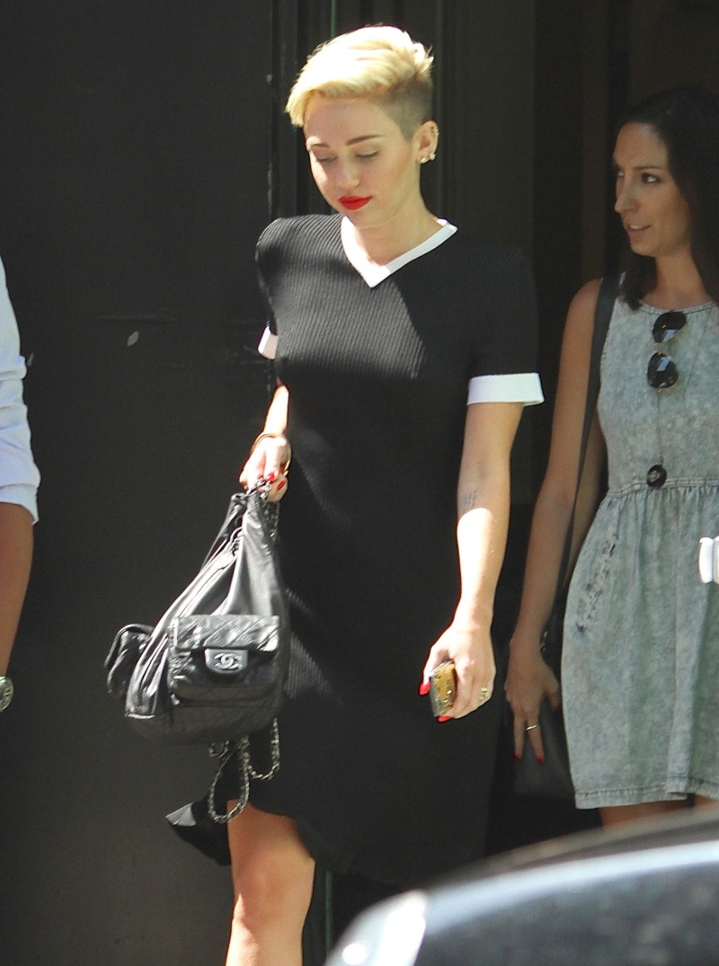 Miley-Cyrus-Braless-See-Through-Candids-in-New-York-Pictures-Photo-3