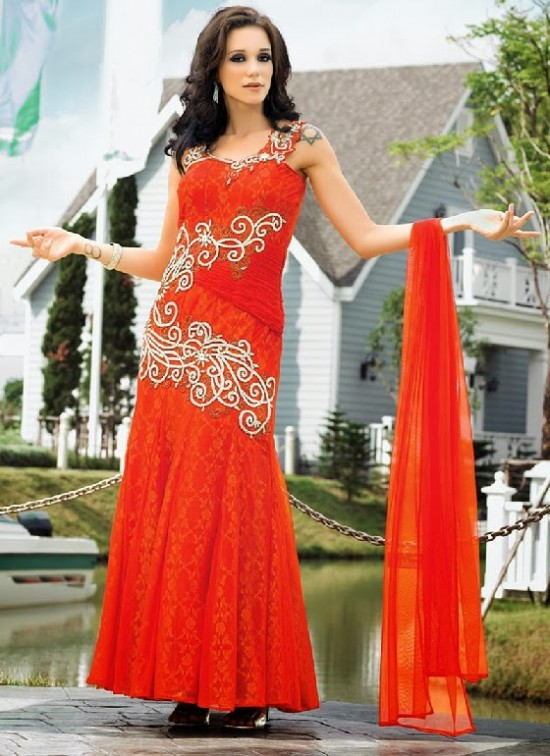 Beautiful-Indian-Brides-Bridal-Gowns-For-Girls-New-Fashion-Dress-2013-4