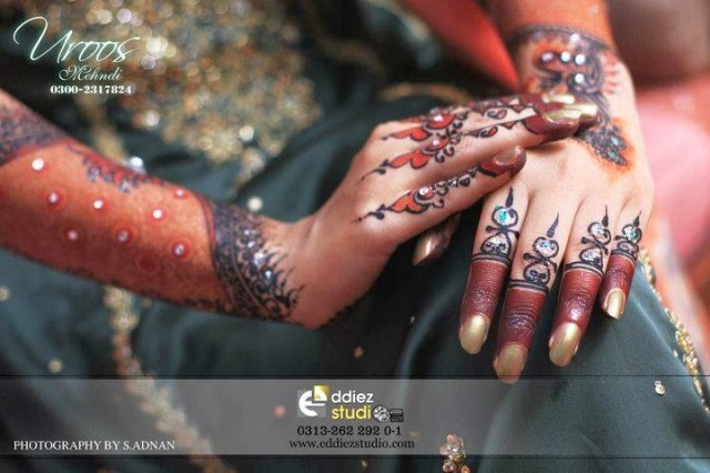 Beautiful-Eid-Mehndi-Designs For-Hand-Feet-Arabic-Henna-Mehndi-Designs-Bridal-Wedding-2