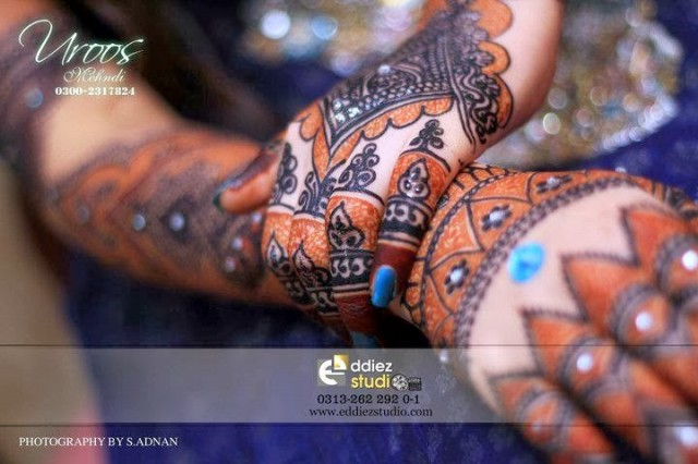 Beautiful-Eid-Mehndi-Designs For-Hand-Feet-Arabic-Henna-Mehndi-Designs-Bridal-Wedding-4