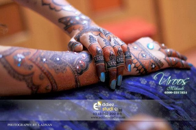 Beautiful-Eid-Mehndi-Designs For-Hand-Feet-Arabic-Henna-Mehndi-Designs-Bridal-Wedding-7