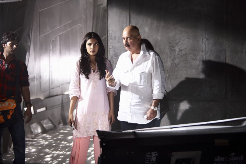 Hrithik-Roshan-and-Priyanka-Chopra-at-Krish-3-Movie-Stills-Trailer-Photo-Pictures-7