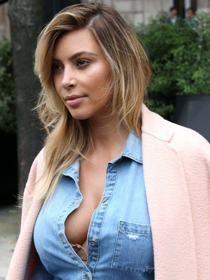 Kim-Kardashian-Cleavage-Candids-in-Paris-Pictures-Image-7