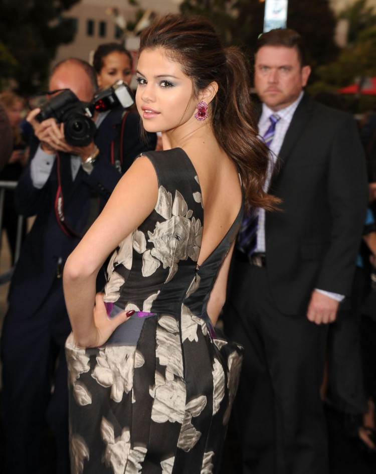 Selena-Gomez-at-Getaway-Premiere-in-Westwood-Pictures-Image-