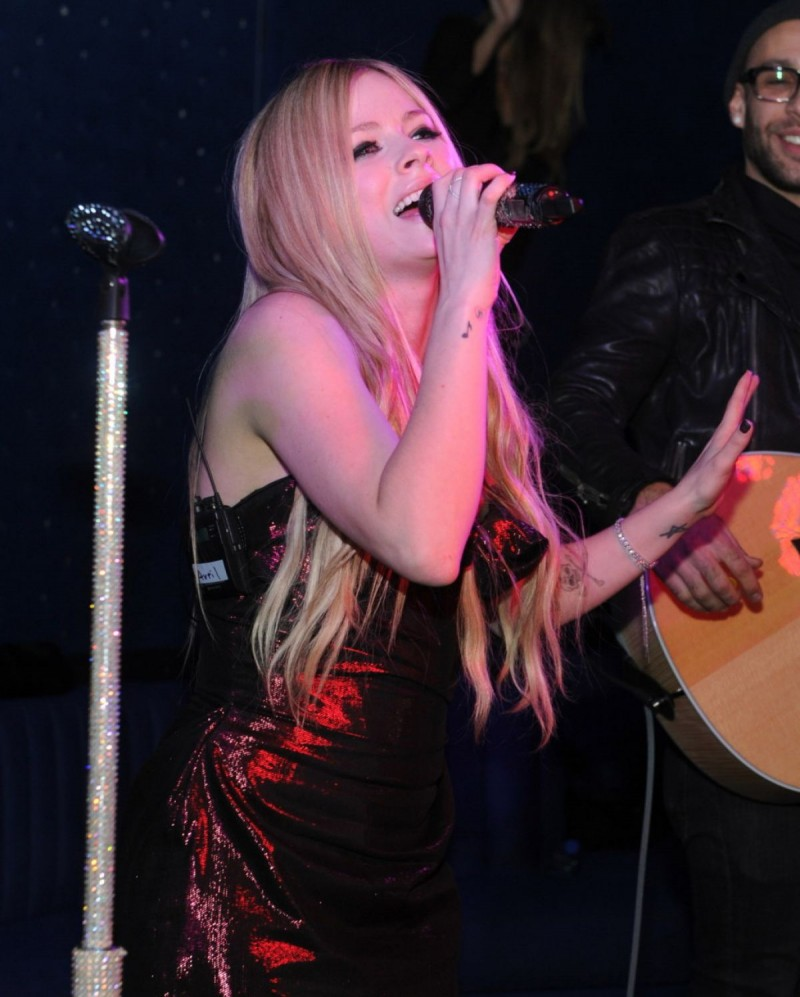 Avril Lavigne At Her Album Release Party In New York Avril ... Avril Lavigne Conspiracy