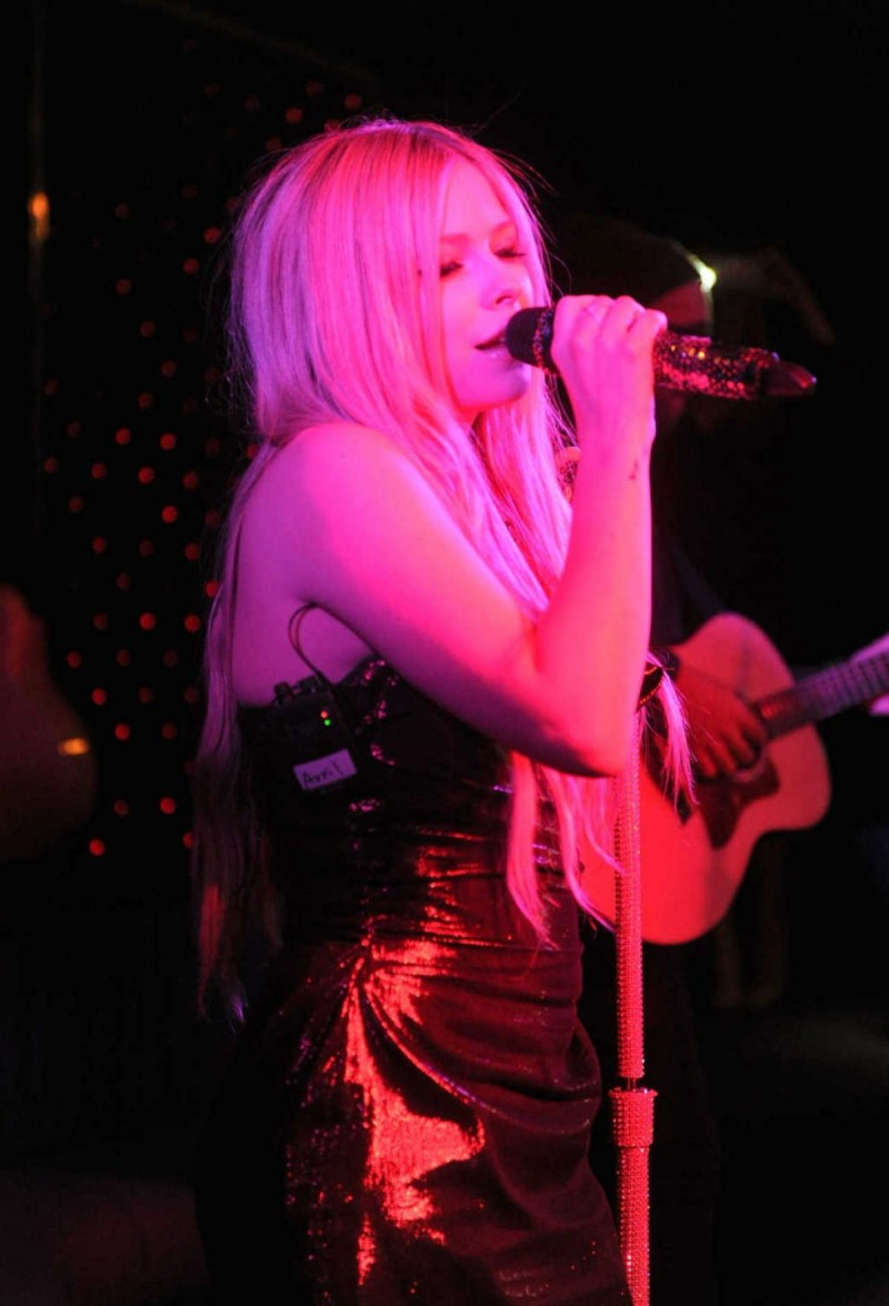 Avril-Lavigne-at-Her-New-Album-Release-Party-in-Newyork-Pictures-Image-4