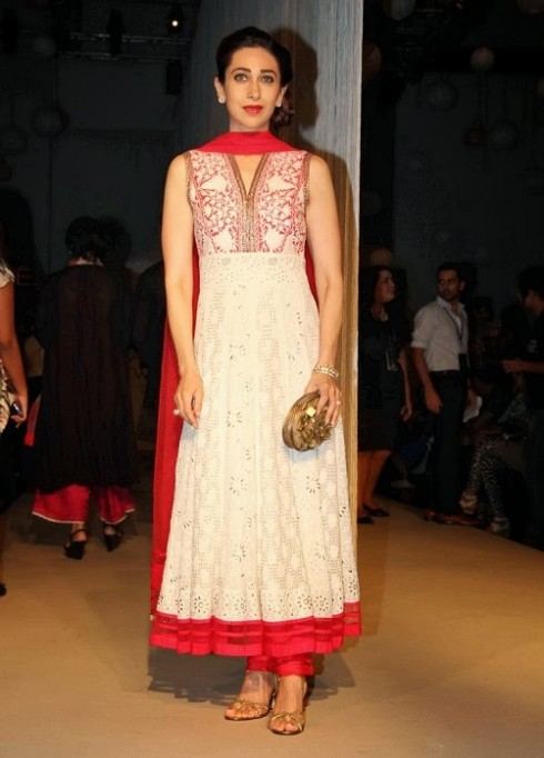 Bollywood-Fashion-Designer-Wear-Outfit-Karishma-Kapoor-New-Amazing-Look-6