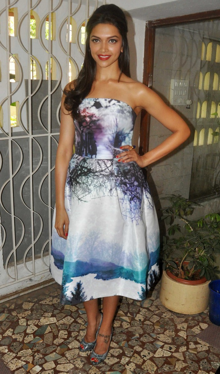 Deepika-Padukone-Launch-Star-Week-Diwali-Edition-Magazine-Photoshoot-Image-7