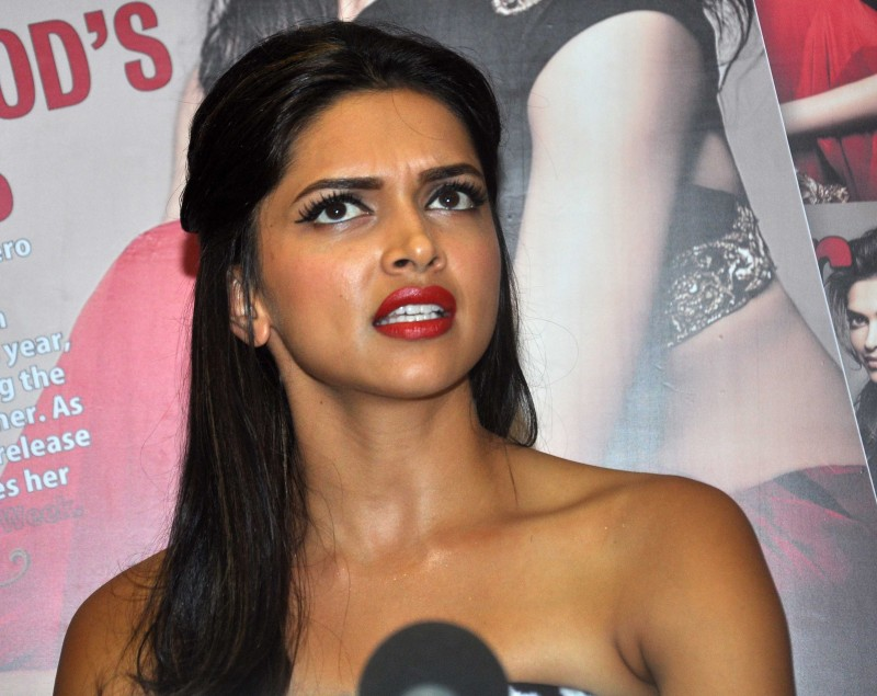Deepika-Padukone-Launch-Star-Week-Diwali-Edition-Magazine-Photoshoot-Image-