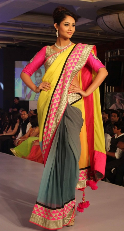 Genelia-Dsouza-Ramp-Walks-for H V Jewels Show Pictures 4