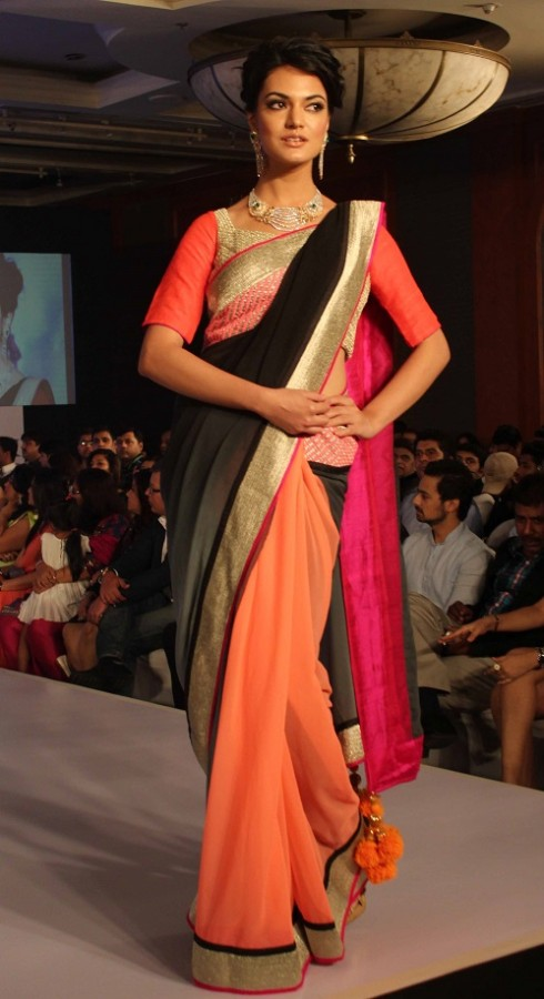 Genelia-Dsouza-Ramp-Walks-for H V Jewels Show Pictures 5