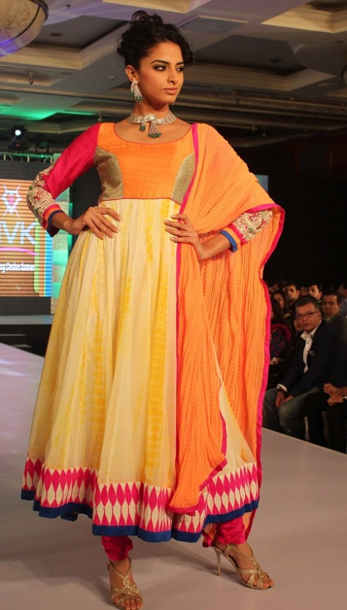 Genelia-Dsouza-Ramp-Walks-for H V Jewels Show Pictures 6
