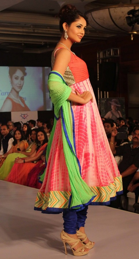 Genelia-Dsouza-Ramp-Walks-for H V Jewels Show Pictures 7