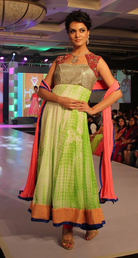Genelia-Dsouza-Ramp-Walks-for H V Jewels Show Pictures 8