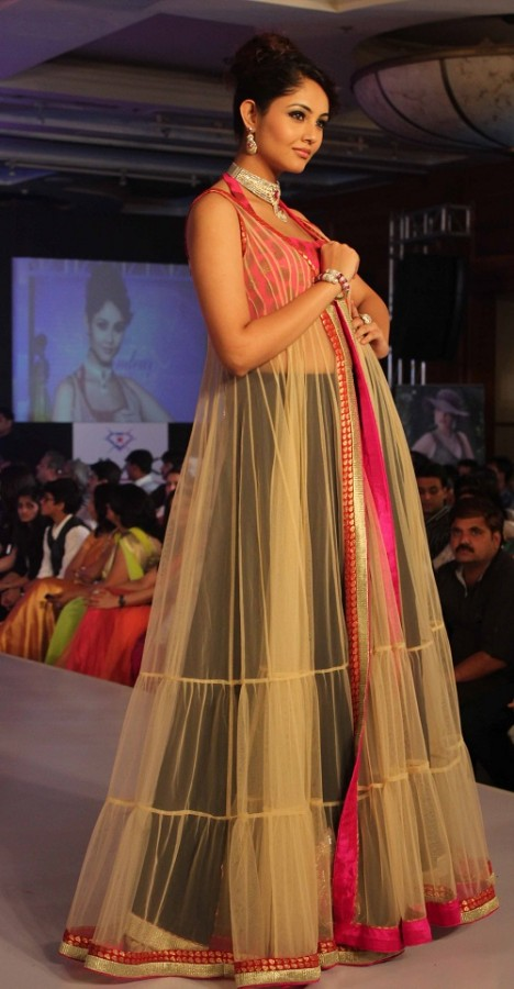 Genelia-Dsouza-Ramp-Walks-for H V Jewels Show Pictures 9
