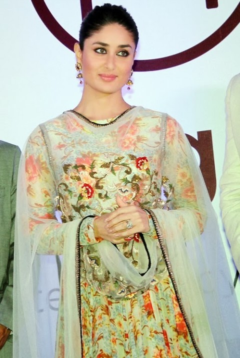 Kareena-Kapoor-in Anamika khanna anarkali suit- 9