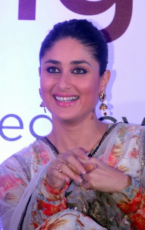 Kareena-Kapoor-in Anamika khanna anarkali suit- 3