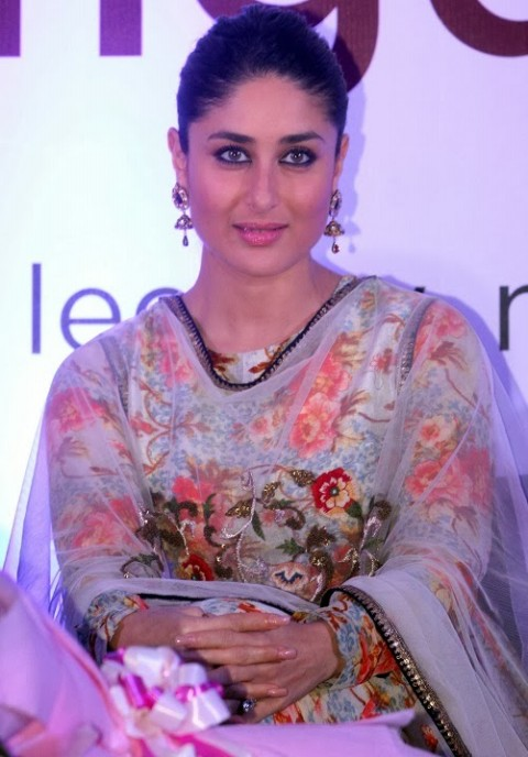 Kareena-Kapoor-in Anamika khanna anarkali suit- 8