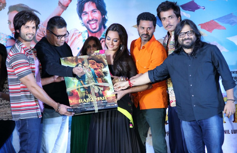 Shahid-Kapoor-Sonakshi-Sinha-at-R-Rajkumar-Movie-Music-Launch-Images-Picture-1