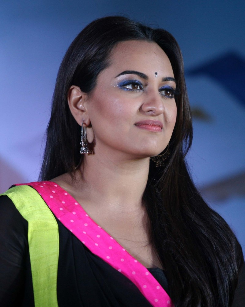 Shahid-Kapoor-Sonakshi-Sinha-at-R-Rajkumar-Movie-Music-Launch-Images-Picture-3