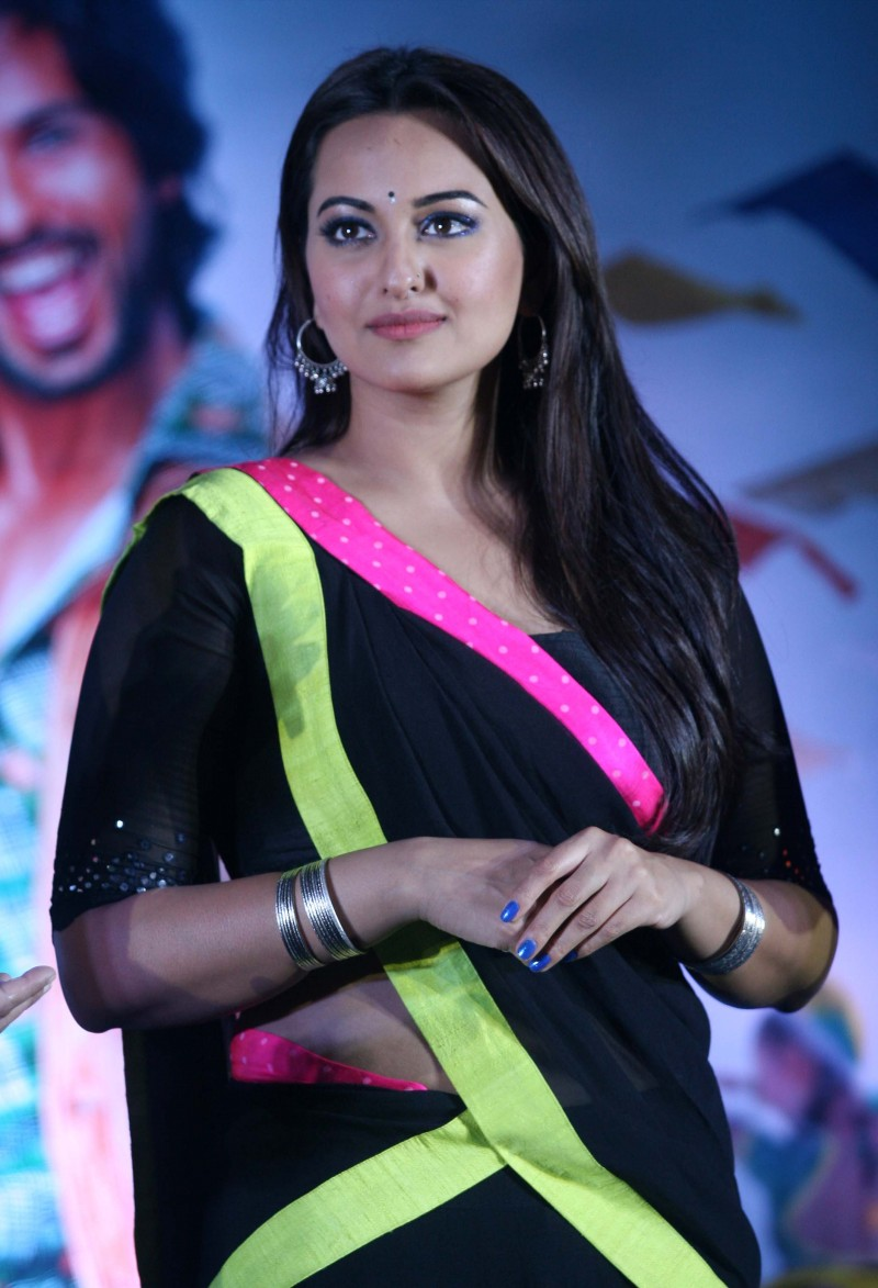 Shahid-Kapoor-Sonakshi-Sinha-at-R-Rajkumar-Movie-Music-Launch-Images-Picture-6
