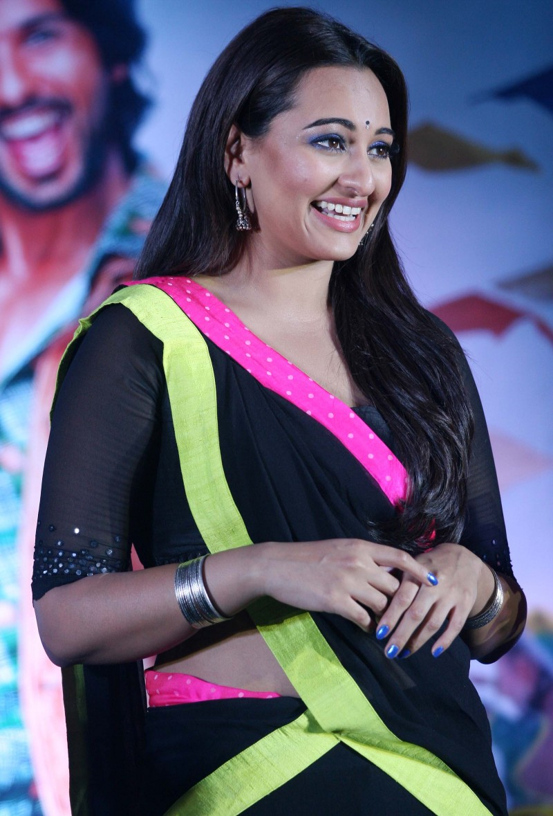 Shahid-Kapoor-Sonakshi-Sinha-at-R-Rajkumar-Movie-Music-Launch-Images-Picture-7