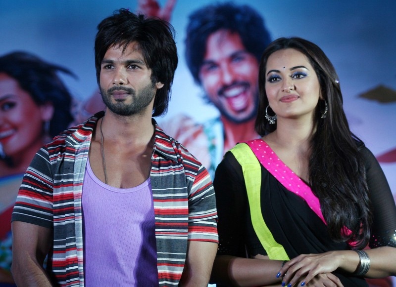 Shahid-Kapoor-Sonakshi-Sinha-at-R-Rajkumar-Movie-Music-Launch-Images-Picture-