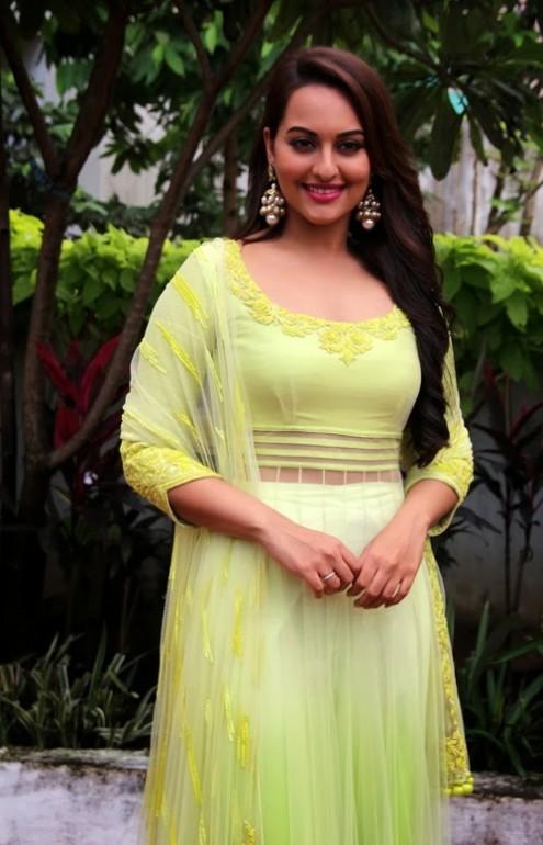 Sonakshi-Sinha-in Manish Malohtra Anarkali Frock (1)