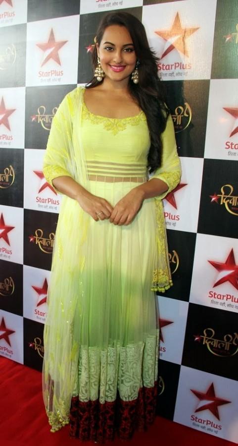 Fashion Style Amp Glamour World Sonakshi Sinha Wear