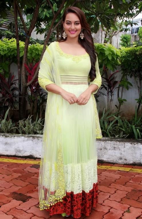 Sonakshi-Sinha-in Manish Malohtra Anarkali Frock (6)