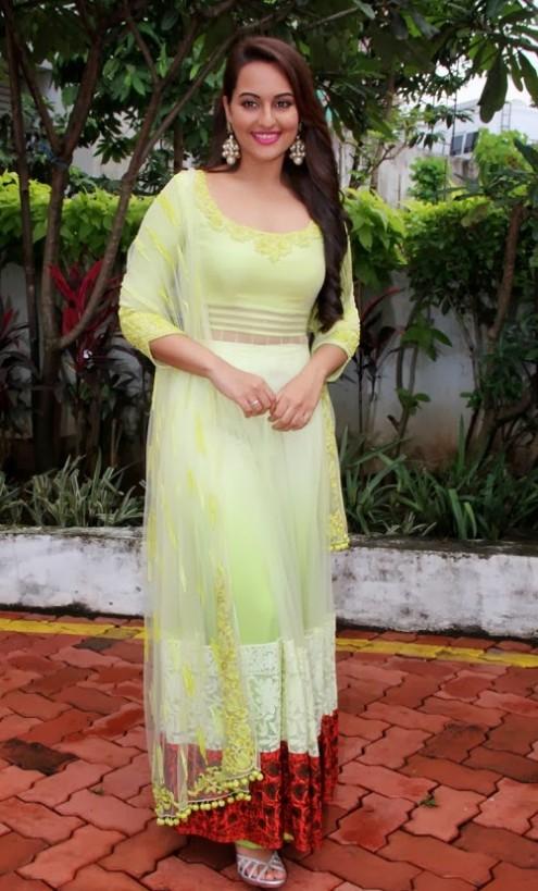 Sonakshi-Sinha-in Manish Malohtra Anarkali Frock (8)
