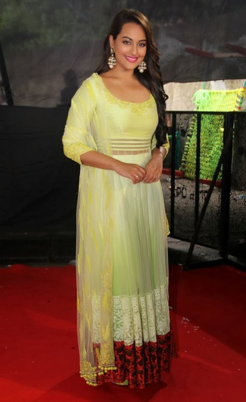 Sonakshi-Sinha-in Manish Malohtra Anarkali Frock (9)