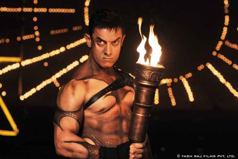 Aamir-Khan-Katrina-Kaif-Abhishek-Indian-Bollywood-Movie-Dhoom3-Wallpapers-Picture-10