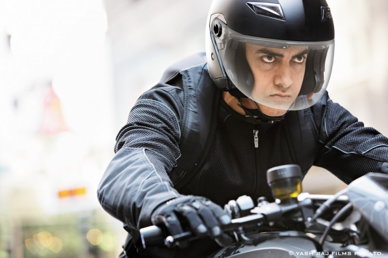 Aamir-Khan-Katrina-Kaif-Abhishek-Indian-Bollywood-Movie-Dhoom3-Wallpapers-Picture-7