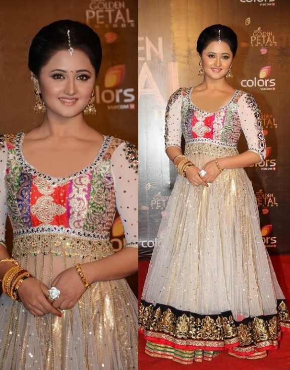 Bridal-Wedding-Wear-New-Fashion-Suit-Styles-at-Madhuri-Colors-Tv-3rd-Golden-Petal-Award-10