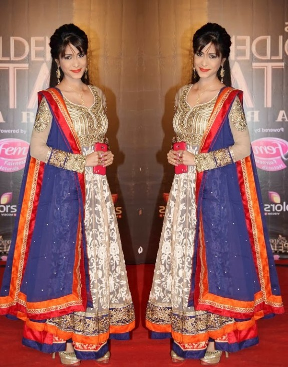 Bridal-Wedding-Wear-New-Fashion-Suit-Styles-at-Madhuri-Colors-Tv-3rd-Golden-Petal-Award-12