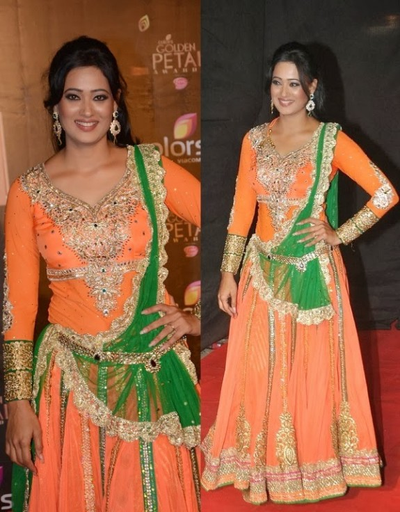 Bridal-Wedding-Wear-New-Fashion-Suit-Styles-at-Madhuri-Colors-Tv-3rd-Golden-Petal-Award-6