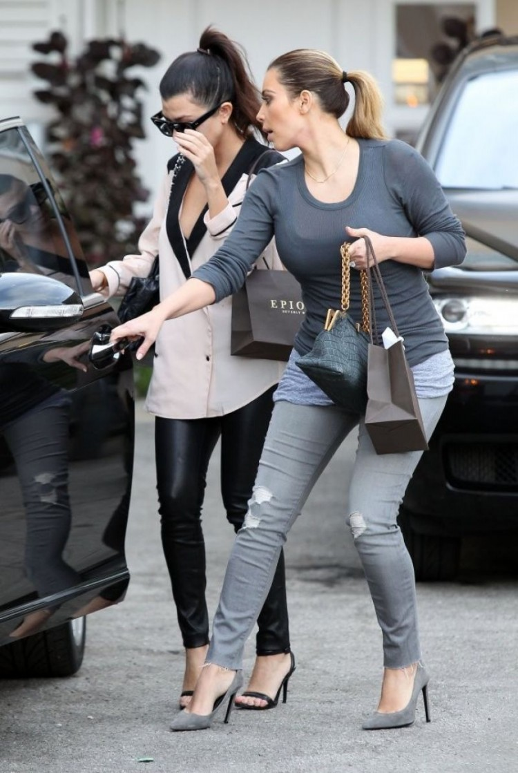 Kim-Kardashian-Out-Shopping-in-Los-Angeles-Image-Pictures-7
