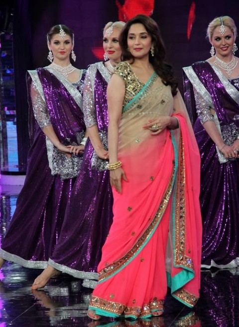 Madhuri-Dixit-Wear-Beautiful-Cute-Pink-Shaded-New-Fashion-Arpita-Mehta-Saree-2